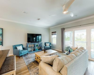 New listing! Two-story resort townhouse w/ beach access, shared pools, hot tub - Perdido Key