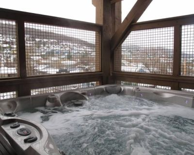 Slope Views, Private Jacuzzi, Walk to Everything! 4br - Downtown Park City