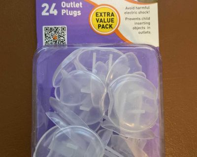 24 outlet plugs new in package