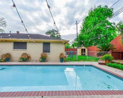 9422 Val Verde Street, Houston, TX 77063