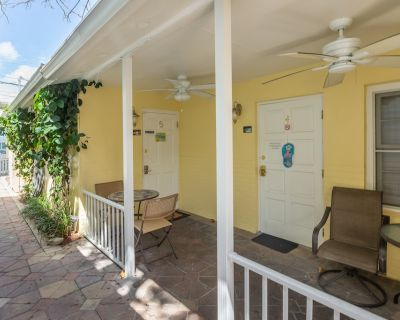 Southernmost Retreat: 2 Blocks from Duval in Old Town. - Downtown Key West