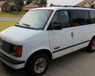Chevrolet 1988 1500 CL Astro Van