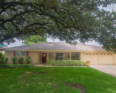 4500 Westlake Dr, Fort Worth, TX 76109