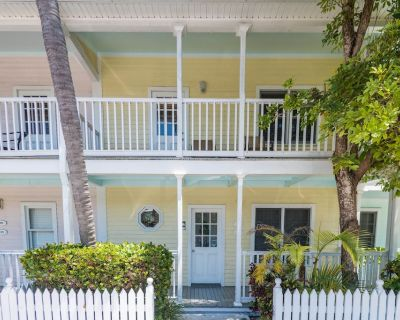 Sunny Tropical Condo With a Shared Pool, Close to all of the Beachside Action - Old Town Key West