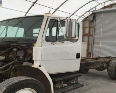 FREIGHTLINER FL70 Cabs Attachment
