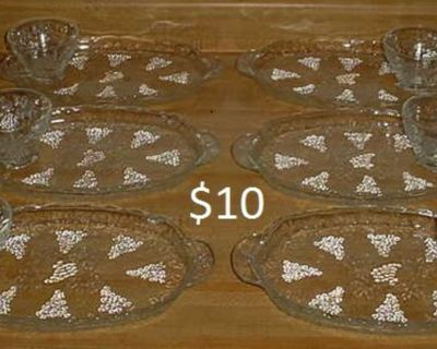 Barely Used Set Of 6 Anchor Hocking Clear Glass Grape Cluster Design Individual Luncheon Snack Trays With Matching Cups. No Chips, Cracks...