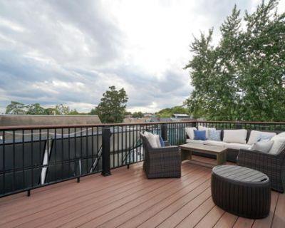 Renovated 1 bed w/ Roof Deck Parking ALL Utilities