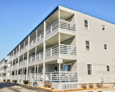 Lovely, Remodeled 2 br /2 bath @ 37th St bayside. First floor unit, has outdoor pool. - Midtown Ocean City