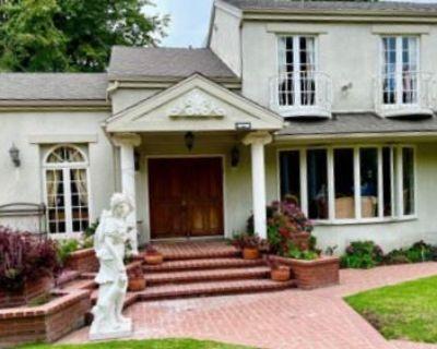 Grand Brentwood Estate Sale