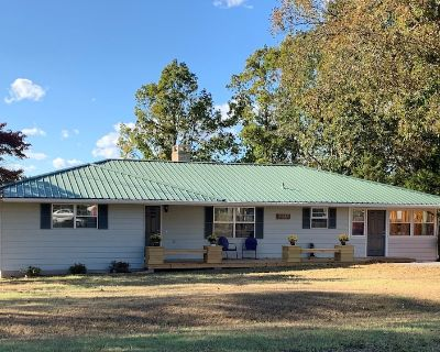 Ozark Guesthouse on Bull Shoals Lake with access to boat dock/swim platform - Midway