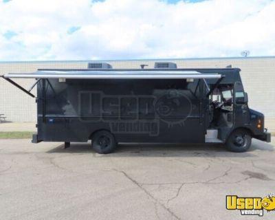COOL Retired SWAT Van- 25' Chevrolet P30 Diesel Truck Ready for Conversion