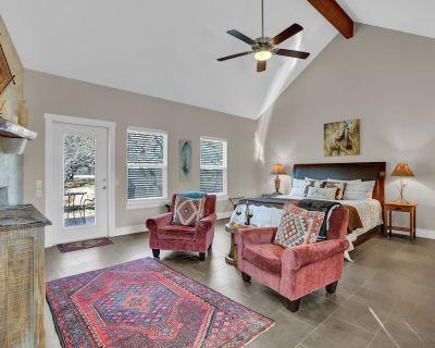 New! Luxury Cottage w/Views, Fireplace, & Grill! - Fredericksburg