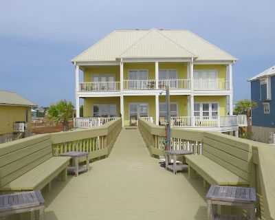 Luxury Beachfront Home with Extra Large Deck; Sleeps up to 20! - Morgantown