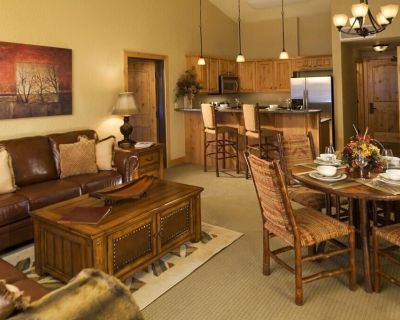 Beautiful 2 Bedroom Suite at Lodge with Pool & Hot Tub! - Park City