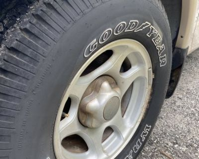 FS 255/70/16 set of 4 Goodyear Wrangler tires AND Ford factory alloy wheels - COMPLETE!
