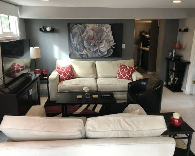 Spacious suite with private patio, minutes from DC / DCA - Claremont
