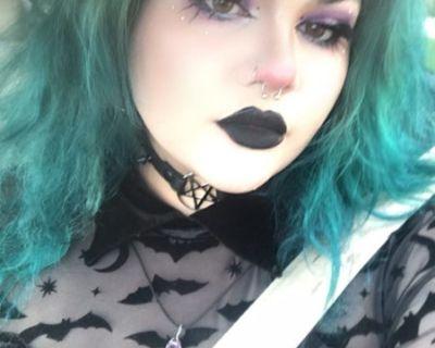 Paulina! Queer, artist, alternative goblin