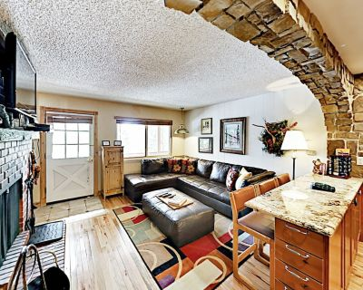Remodeled Riverside Getaway w/ Hot Tubs, Pool, Clubhouse & Shuttle to Slopes - Winter Park
