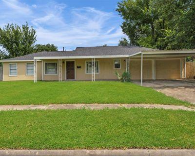 1524 Lawrence Avenue, Pasadena, TX 77506