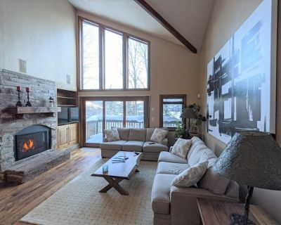 A Step Above the Rest: Spacious Deer Valley Townhouse Near Lifts - Park City