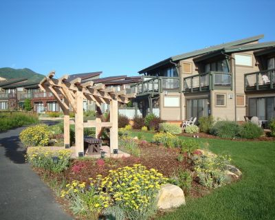 Furnished Luxury Townhome w Private Spa in NEWPARK!!! A Rare Find!! - South Snyderville Basin