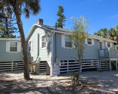 Make Family Memories in Charming Rustic Beach Cottage Right On The Sand And Surf! - Mid Island