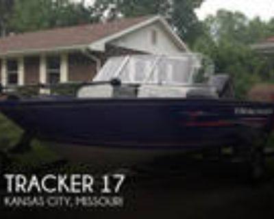 17 foot Tracker 17