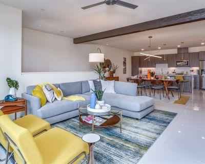 Premiere Contemporary Condo Luxury Resort Style Living For Those Desert Loving Snowbirds! - Palm Springs