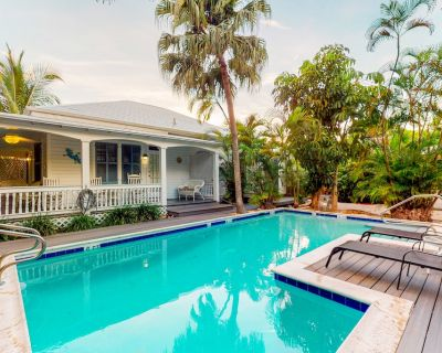 Classic Key West cottage featuring shared pool, courtyard, covered front porch - Bahama Village