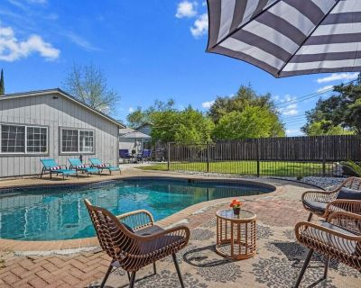 """Oak Awesome Home POOL 3 King Beds 65"""" TV BBQ - Citrus Heights"""