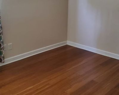Private room with shared bathroom - Virginia Beach , VA 23455