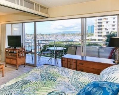Ilikai Hotel 1 Bedroom Yacht Harbor View, minutes to the Beach! - Waikiki