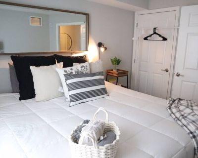 Scandinavian Dream w/KING Bed + Private Entrance - Glenarden