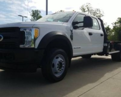 2017 Ford Super Duty F-450 Chassis Cab XLT