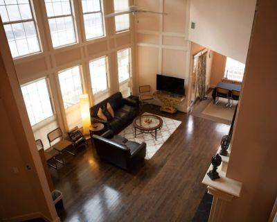 Han Solo's Hideout! Luxury, Work, Play, Safe, close to all, pool and grill - Spring Branch East