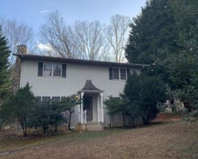 518 Eliada Home Rd #1, Asheville, NC 28806 3 Bedroom Apartment