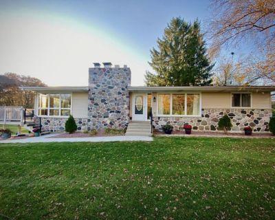 Charming cottage near Big Cedar Lake-Upper Level - Hartford