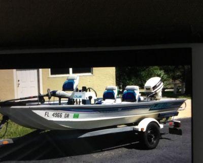 """16 1/2"""" Ft LOWE Bass Boat"""