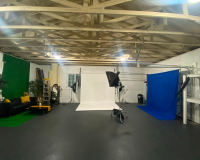 Large Photo and Video Studio Downtown with Parking, Seamless Paper, Lighting and Creative Set Designs, Fayetteville, GA