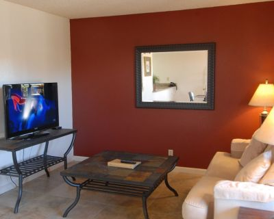 One Bedroom Suite with King Bed near Joshua Tree National Park - Twentynine Palms