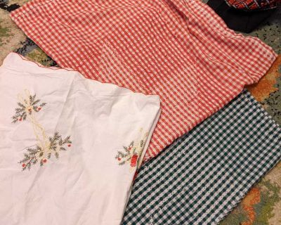 Set of 3 vintage table clothes Christmas
