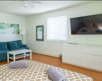 Spacious room in LA with a King Bed KoreaTown - Wilshire