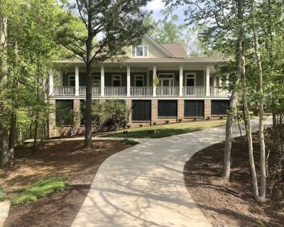 Secluded Retreat w/ Theater, Pool Table, Hot Tub, 27 Hole Golf Course - North Augusta