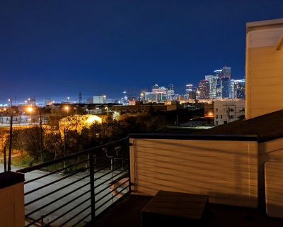 EaDo Townhome with Rooftop Patio