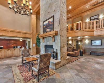 Resort property, hotel room with king, balcony, fireplace, pool, steps to skiing SV223A - Park City