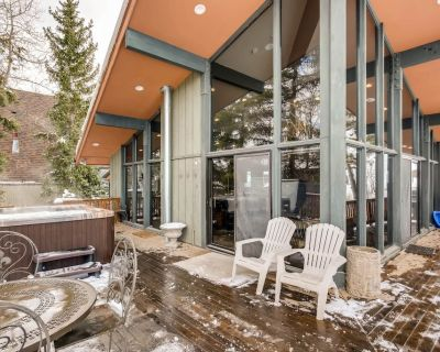 Private, ski-in/ski-out home w/ a full kitchen, private hot tub, pool table - Downtown Park City
