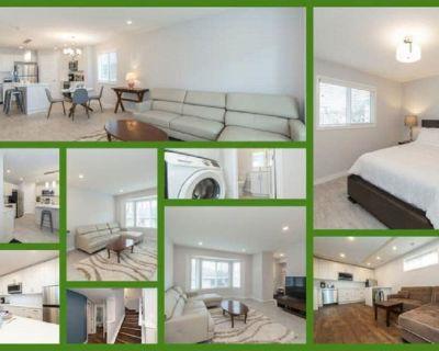 # 4 bedroom sleeps 9 - 2 unites Main floor & Basement - Whyte Ave- Blue unit - Whyte ave