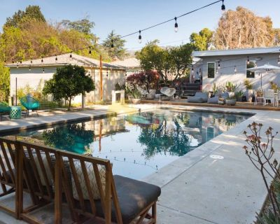 Pasadena House with 3 bedrooms 2 bathrooms and large backyard