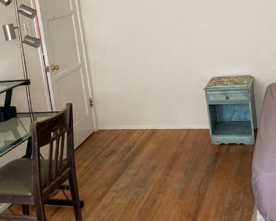 Private room with shared bathroom - Whittier , CA 90602