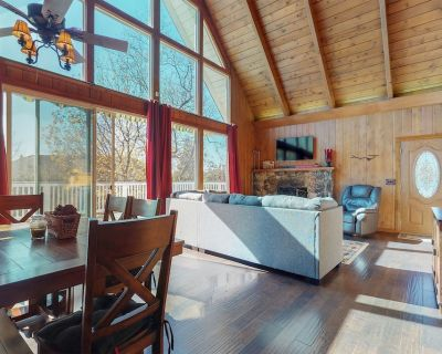 New listing! Charming wood interior home with scenic views! - Lake Arrowhead